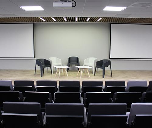 Salle d'amphi pour des conférences à Chantepie